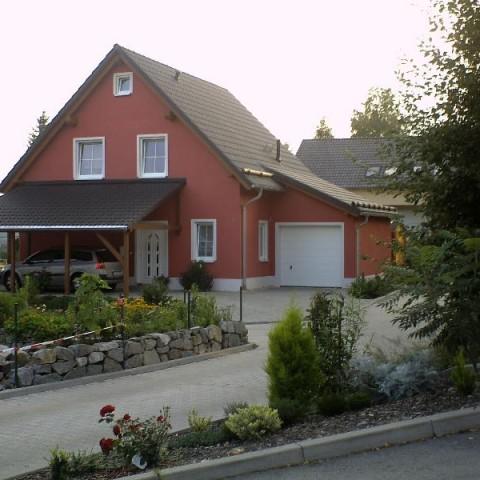 Klassisches einfamilienhaus mit angebauter garage eab for Klassisches haus