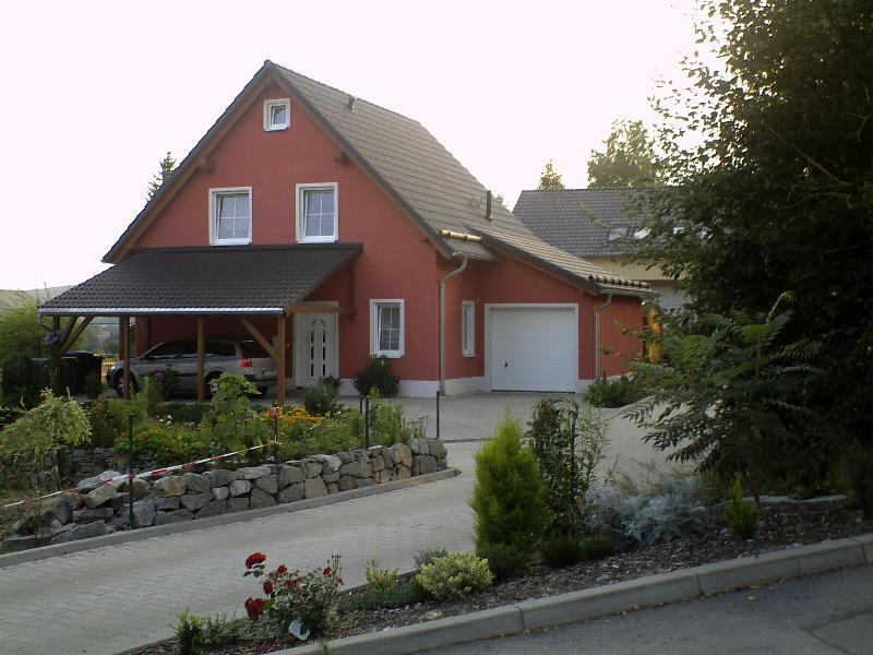 Klassisches einfamilienhaus mit angebauter garage eab for Klassisches haus bauen